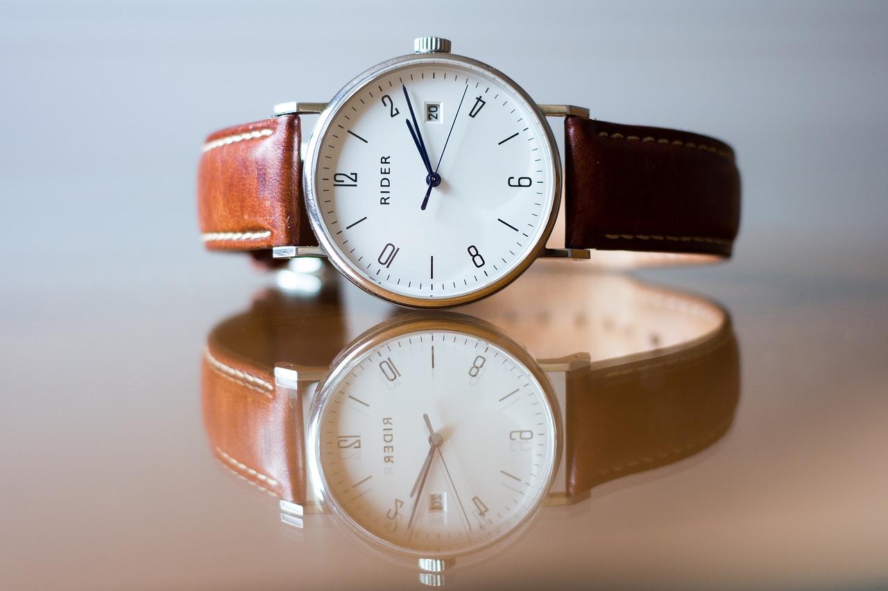שעון עם רצועת עור